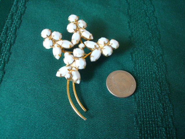 Vintage White Rhinestone Flowers Pin ~ Brooch ~ Gold-tone~ P
