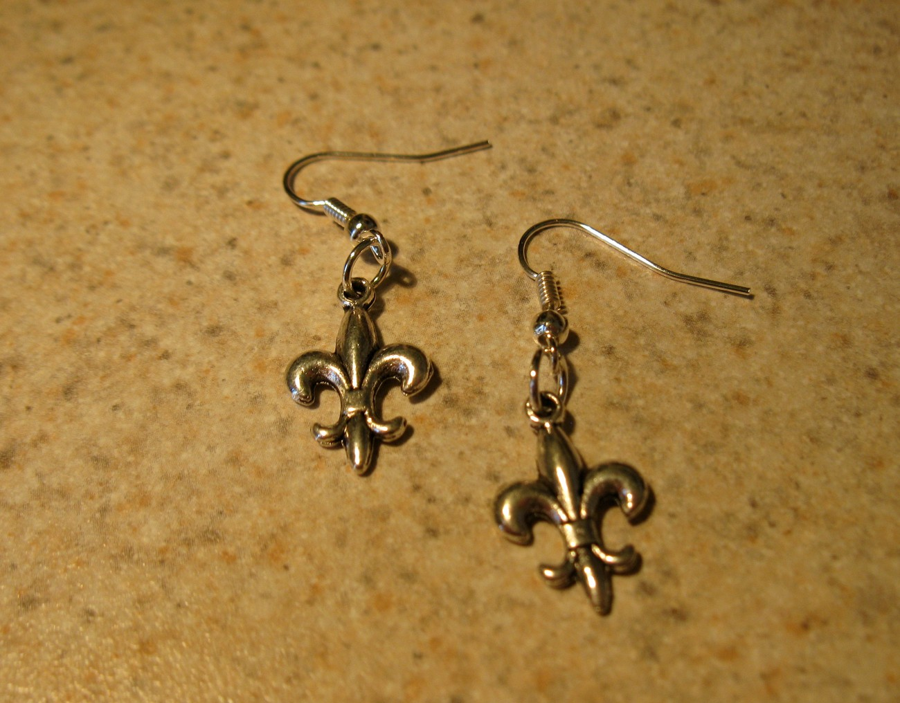 EARRINGS SILVER FLEUR DE LIS DESIGN N O SAINTS #185