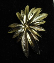 Vintage Sarah Coventry Gold Tone Flower Pin Brooch & Earring Set - $10.88