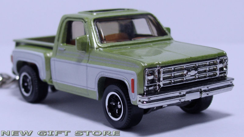 KEY CHAIN 74/75/1976 GREEN CHEVY STEPSIDE PICKUP KEYRING NEW