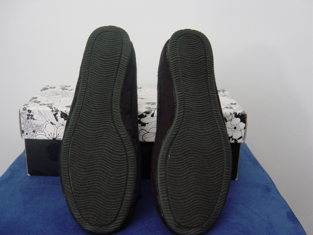 CL by Laundry Ambrosia Cable Knit Flats in Black (Size 6) New