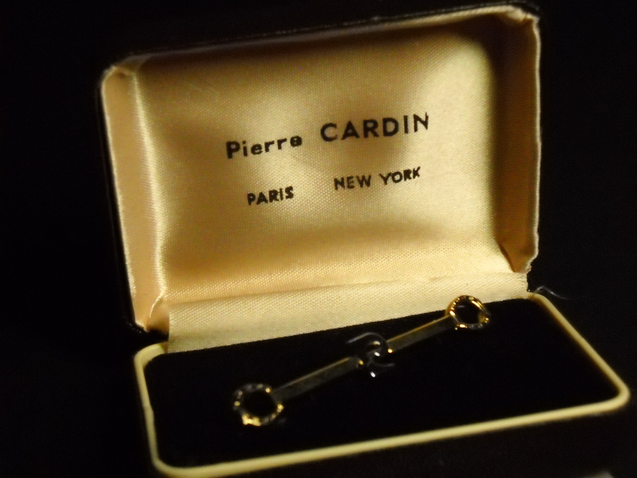 Pierre Cardin Horseshoe Pin Gold Color Metal in Original Brown Presentation Box