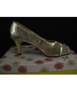 WOMAN SHOES, NEW Bouquets (SMART) Two Size 9W & 9WW - $9.00