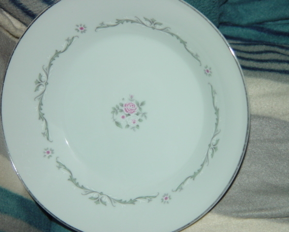 Signature Collection Select Fine China Petite Bouquet  Side Dish 7 1/2""