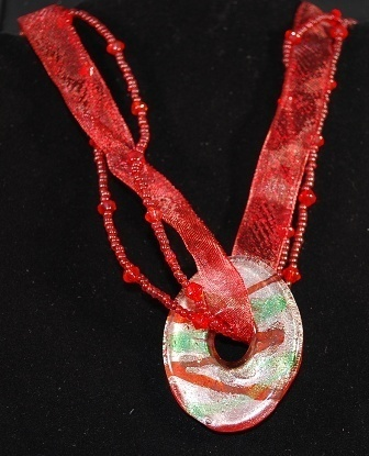 Redgreen glass donut ribbonbead choker close