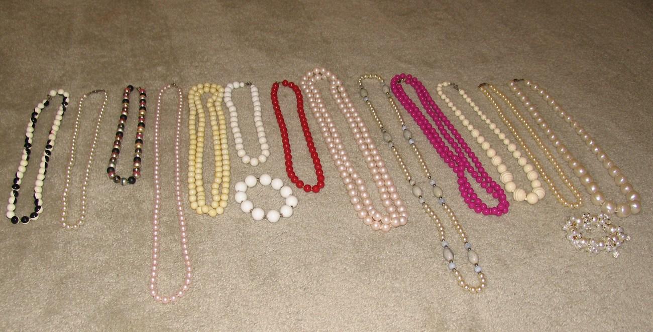 13 necklc 16 52 in  2 bracelts  2