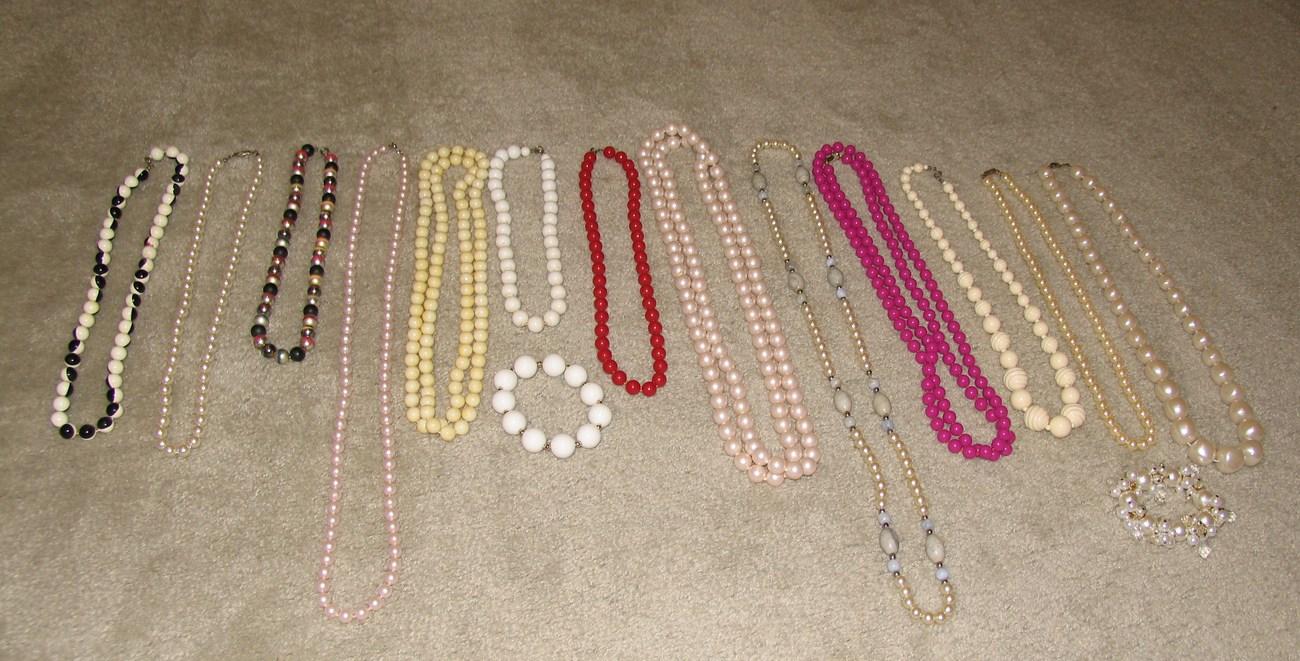 "Vintage Lot: 13 Necklaces 16"" to 52"" & 2 Bracelets"