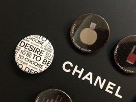 LIMITED EDITION AUTHENTIC CHANEL VIP COCO GAME CENTER BROOCH PIN SET RARE  image 5