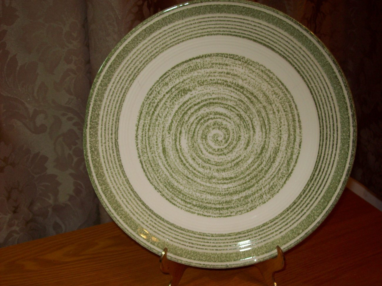 El Verde Casual Ironstone Dinner Plate USA Green and White