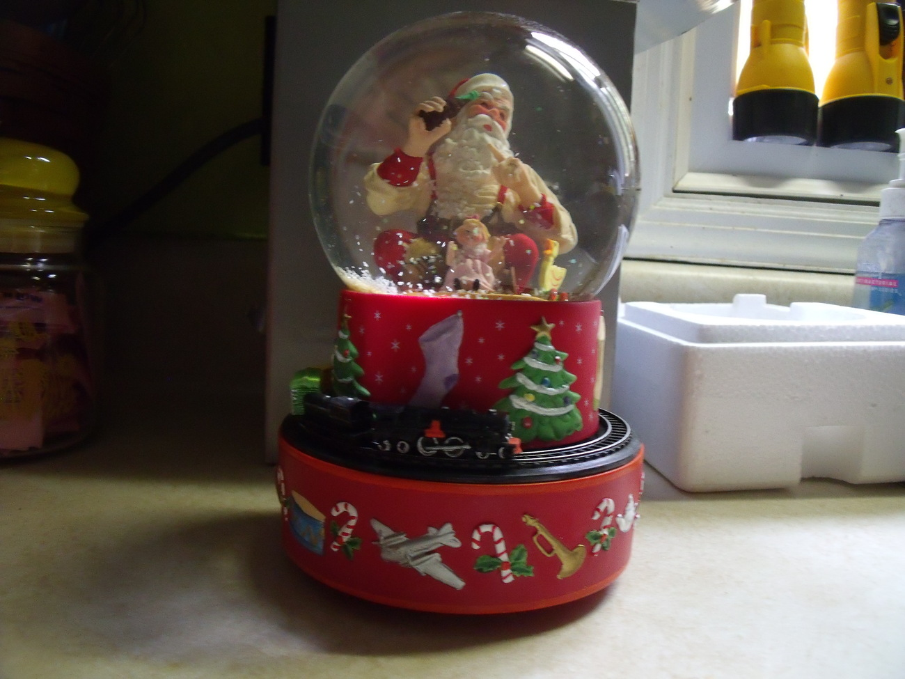 Hallmark Coca Cola Santa Musical Train Snow Globe