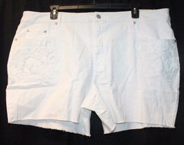 NEW  WOMENS PLUS SIZE 24W WHITE JEAN SHORTS BEAUTIFUL FLORAL EMBROIDERY - $16.44