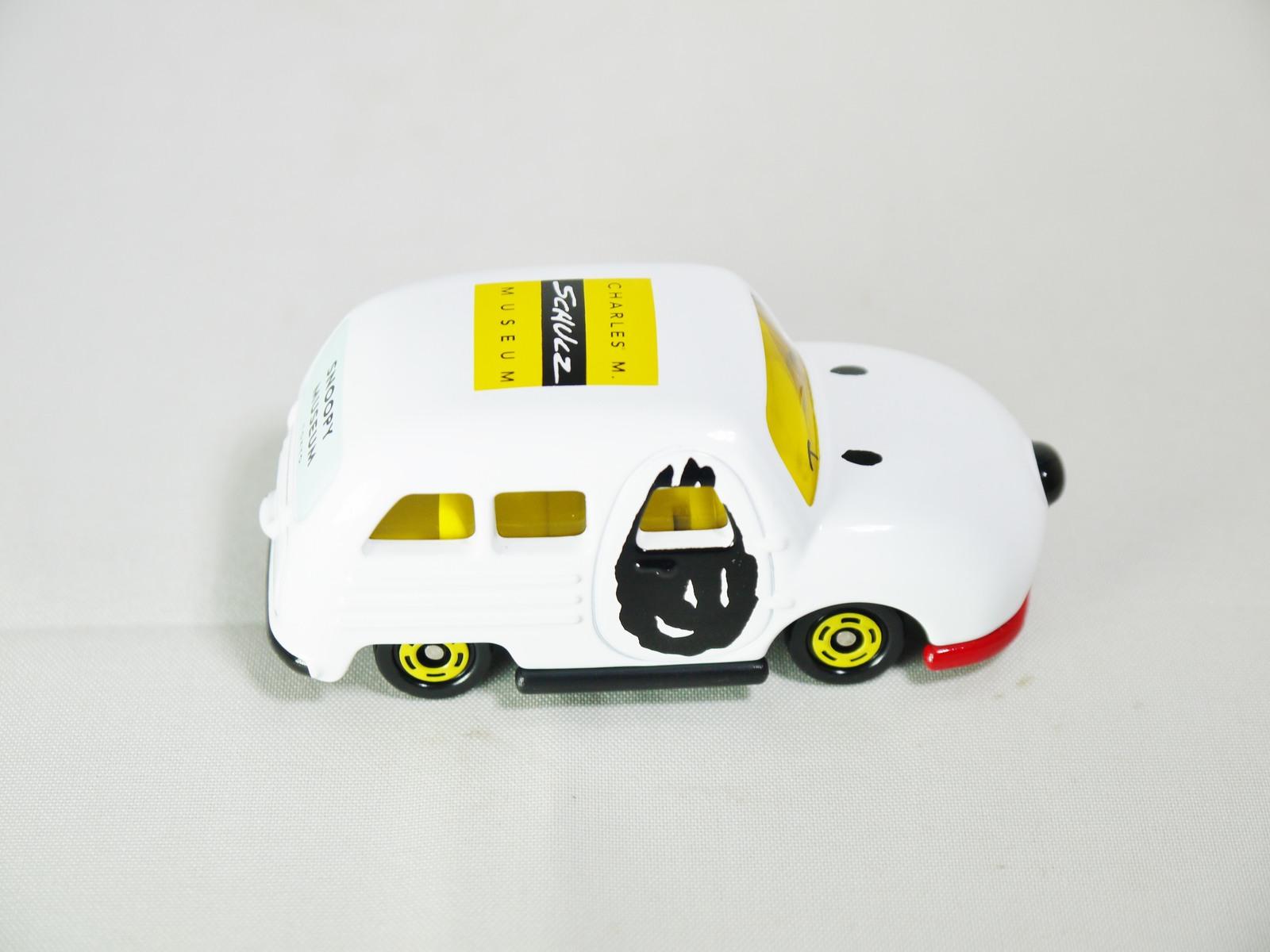 TAKARA TOMY TOMICA DREAM SNOOPY MUSEUM TOKYO INITIAL Version Die-cast Car