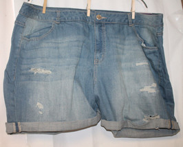 NEW WOMENS LANE BRYANT PLUS SIZE 24W DISTRESSED WEEKEND SHORTS - $16.44