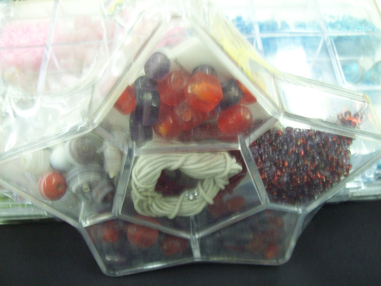 RED AND PURPLE BEAD KIT IN STAR SHAPED PLASTIC CONTAINER w/HANDMADE GLASS BEADS