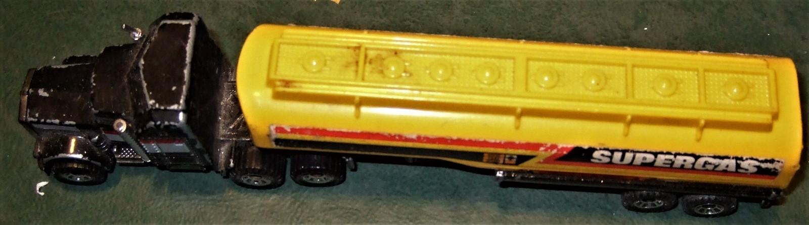 "Matchbox -  Convoy PETERBILT ""SUPERGAS TANKER"" image 3"