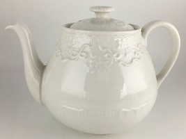 Ralph Lauren Wedgwood Claire Teapot & lid - $125.00
