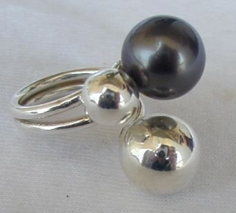 Gray silver pearls ring