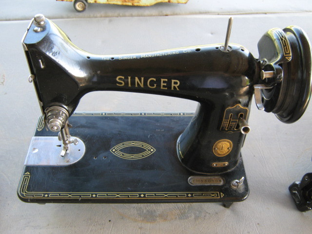 Singer 99K Face Plate w/Screws Nice Condition Striated Plate