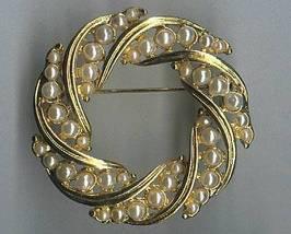 Vintage Pin Brooch Faux Pearl Goldtone Metal Circular Circle Wreath Style - $4.95