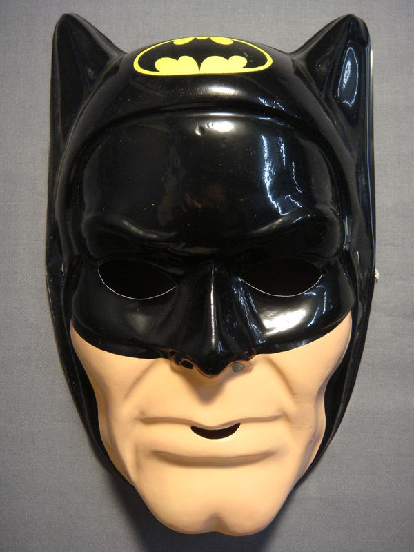 DC COMICS JUSTICE LEAGUE BLACK BATMAN WITH LOGO HALLOWEEN MASK PVC NEW