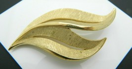 Crown Trifari Brushed Gold Tone Abstract Modern Leaf Brooch Pin Vintage - $29.69