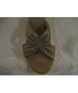 WOMAN SHOES, NEW OAKLAND SHOES BY ANNIE. 9W CHAMPAGNE - $9.00