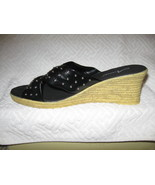 WOMAN SHOES  OAKLAND SHOES BY ANNIE. 9W NAVY (NEW WITH BOX) - $9.00