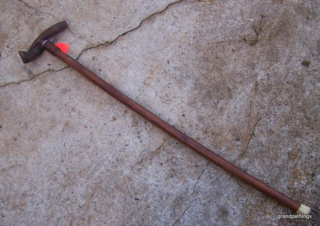 VINTAGE CANE WALKING STICK 34 INCHES