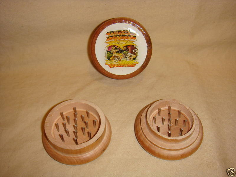 SKELETON THROB DADDY WOODEN GRINDER 2 PIECE