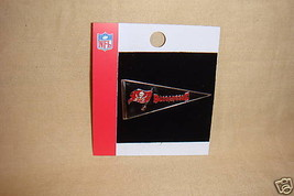 Tampa Bay Buccaneers Pin Pennant Style Pin Nfl New - $2.95