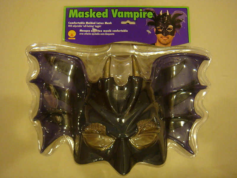 VAMPIRE MASK PVC ADULT DELUXE MASK W/ SELF LOCKING TOG