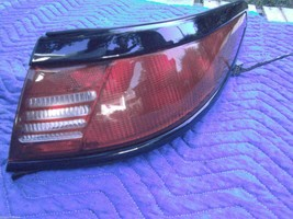 1997 1998 LINCOLN MARK VIII  8 RIGHT TAILLIGHT OEM USED - $108.55