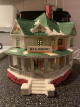 1993 Lemax Dickensvale Collectibles Lighted Porcelain Bed & Breakfast House Mint - $39.99