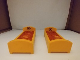 Vintage Fisher Price Little People Sesame Street Bert Ernie Beds Yellow - $9.50