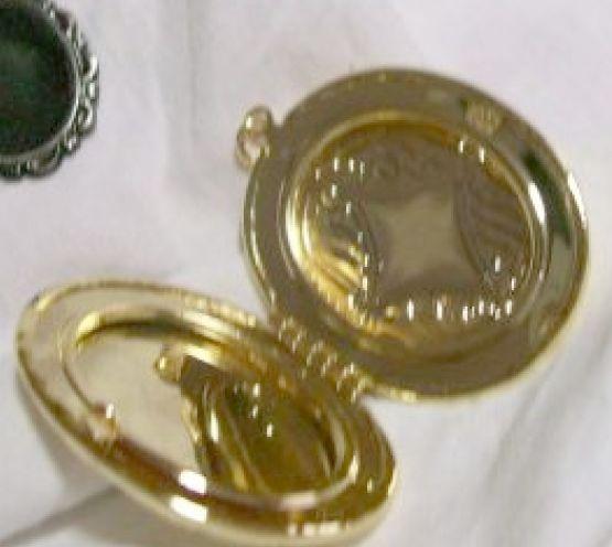 harvest vint. brass locket 4+cm