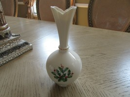 "LENOX HOLLY & BERRY BUD VASE CHINA MADE IN USA 8"" TALL - $9.85"