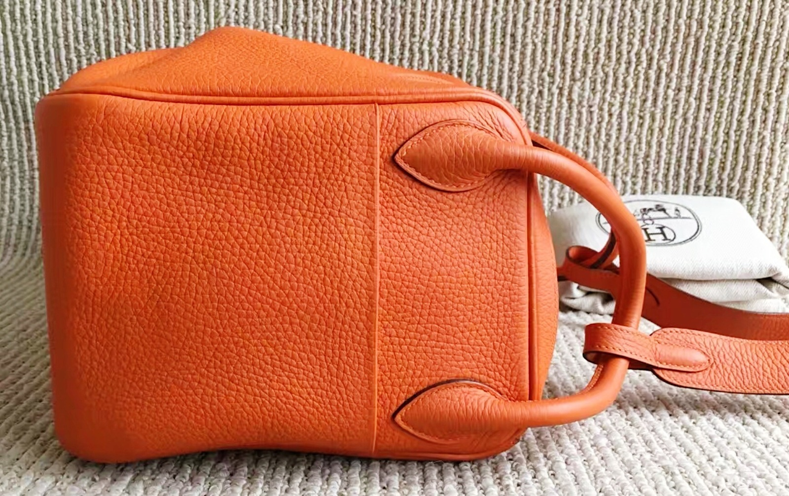 100% Authentic HERMES Taurillon Clemence Lindy 34 ORANGE Shoulder Bag PHW image 11