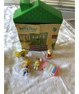 VINTAGE Cabbage patch Doll House & Dolls - $24.74