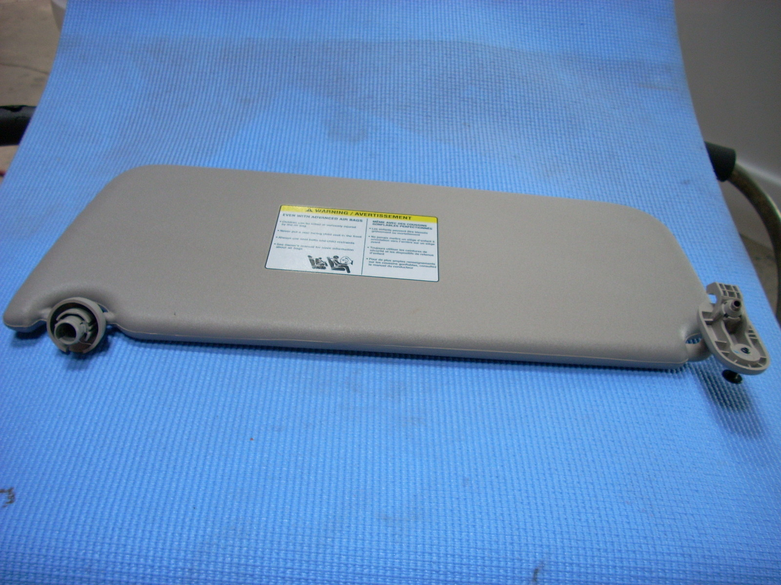 2015 CHEVROLET CITY EXPRESS RIGHT INTERIOR SUN VISOR