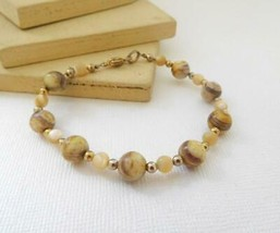 Vintage Cream Brown Jasper Bead Gold Tone Bracelet E41 - $4.94