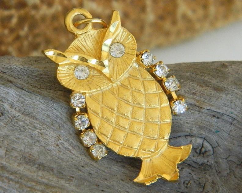 Vintage Owl Pendant Gold Tone Rhinestone Wings Eyes Movable - $17.95