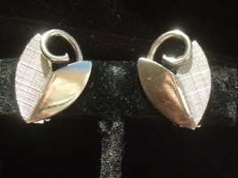 Vintage Retro Clip On Earrings Silver Tone Metal Textured Leaf Design - $5.89