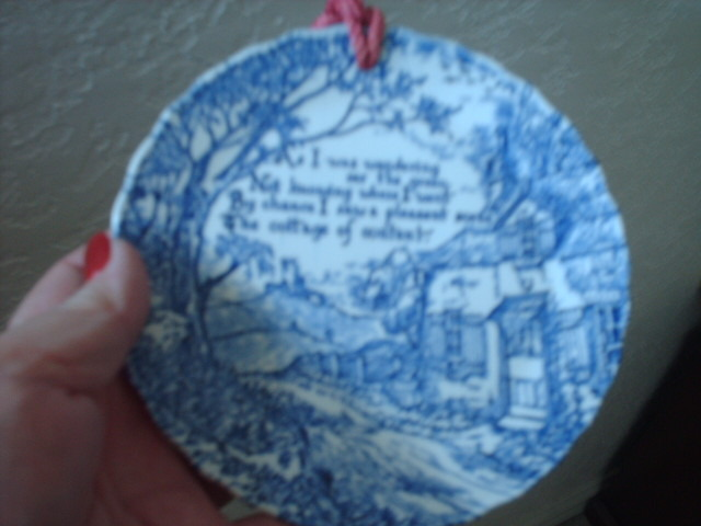STAFFORDSHIRE BLUE AND WHITE SMALL DECORATIVE PLATE SAYING COTTAGE