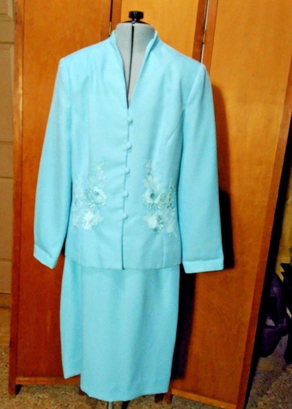Henry-Lee Skirt Suit Size 8 Light Blue, Floral Appliqué,