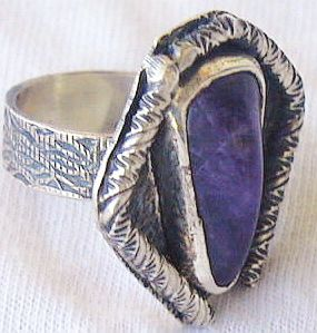 Purple pressed glass ring RHM 126