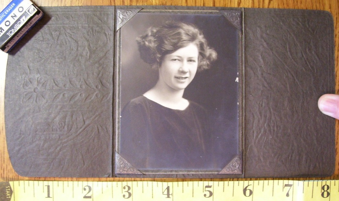 Cabinet Card Pretty Lass Rare Coin Purse Frame! c.1920`s
