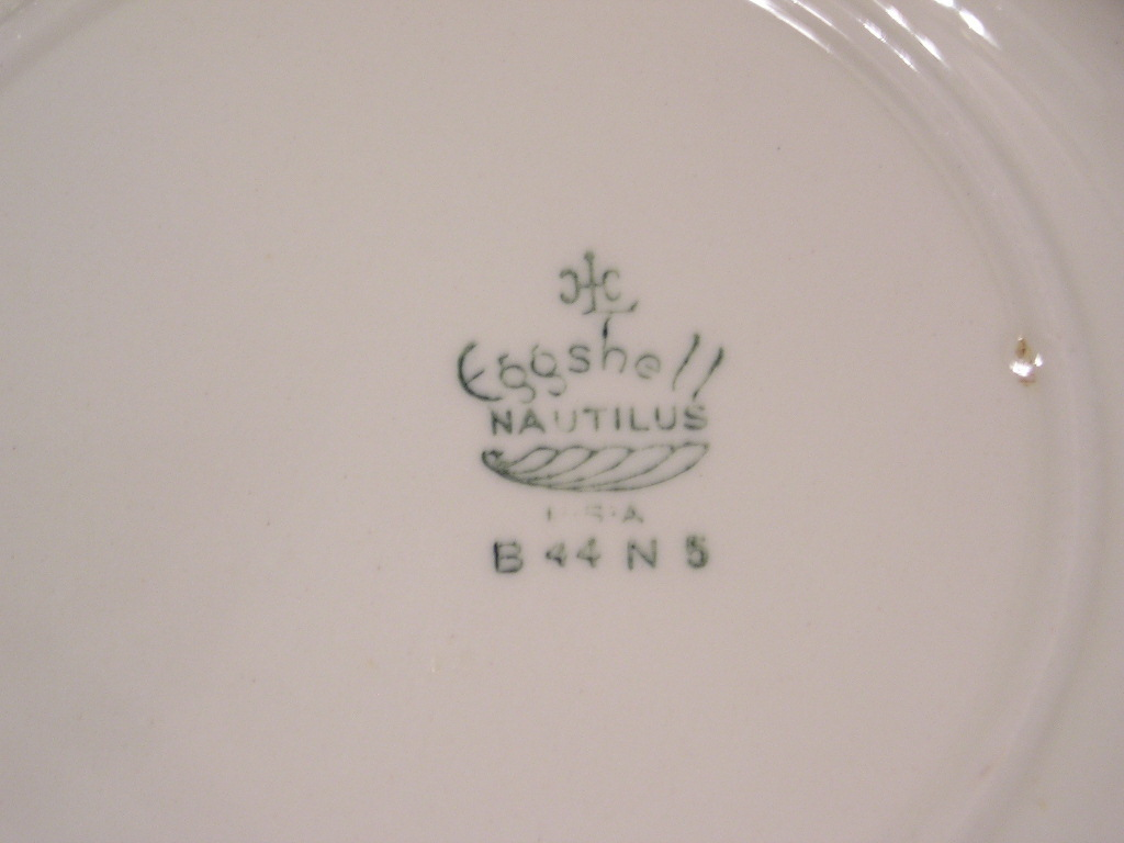 Eggshell Nautilus Soup Bowl by Homer Laughlin B44N5