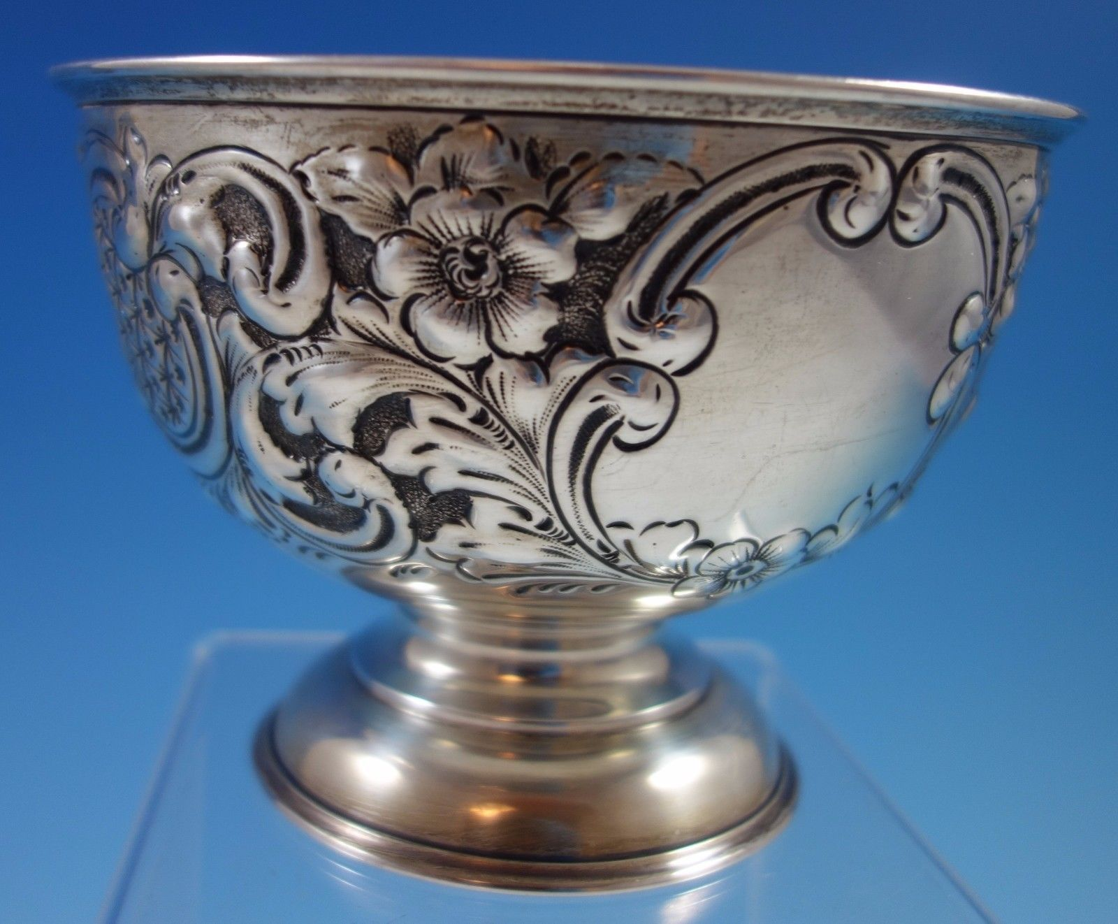 J. Gloster Ltd. English Sterling Silver Repoussed and Chased Pedastal Bowl #1651 image 4