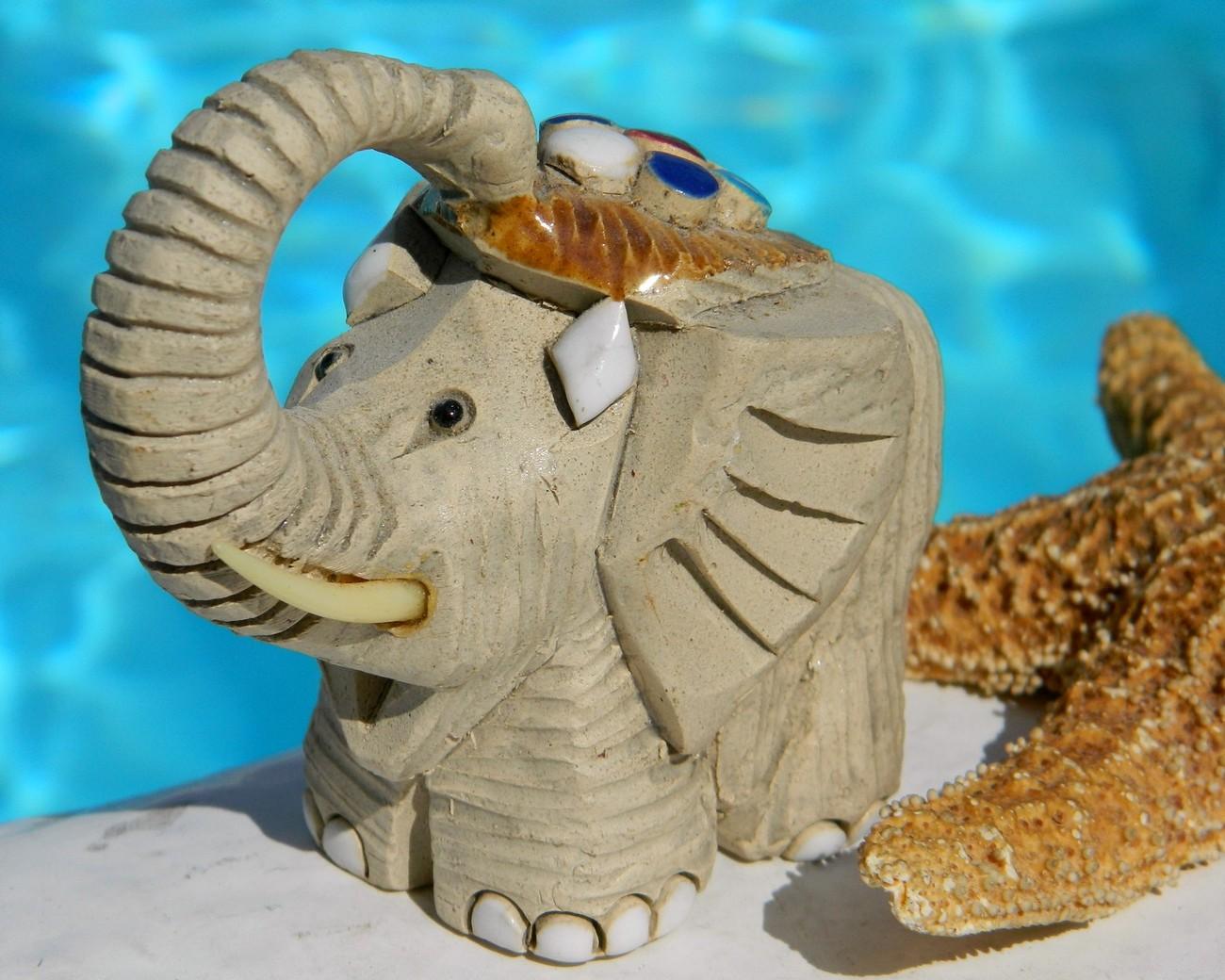 Baby elephant figurine artesania rinconada classic uruguay