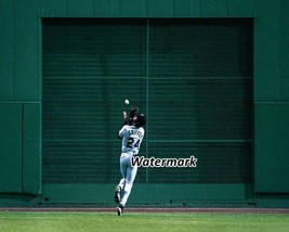 MLB Ken Griffey JR Seattle Mariners Great Catch Color 8 X 10 Photo Picture - $5.99